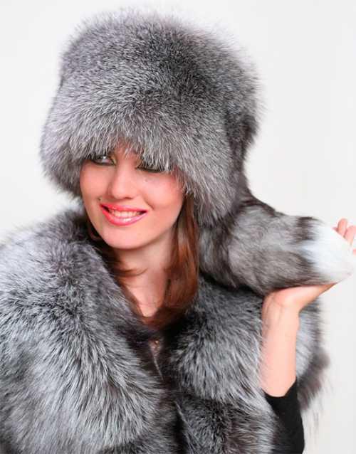 шапка с кошачьими ушками: почему стоит носить такой оригинальный головной убор